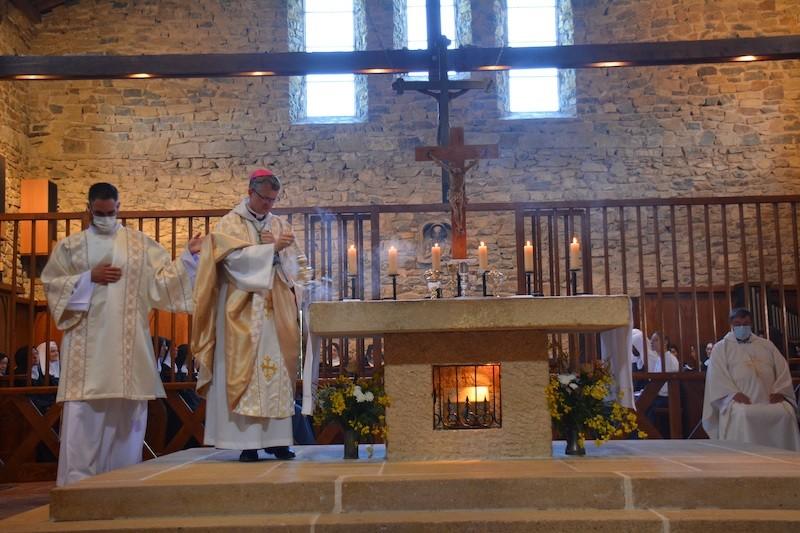 You are currently viewing 20210630 Magnificat, Mon âme exalte le Seigneur. Homélie de la Messe pour les 30 ans de l'Abbaye de Rosans
