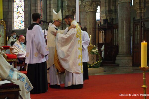 20210828 Mes amis ! L'un d'entre vous chers frères prêtres, commence souvent ainsi pour s'adresser à ses paroissiens – Ordination sacerdotale Thibaud Varis