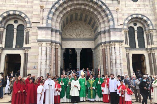 2021/10/03 A l'image d'une famille, la paroisse est faite pour le bonheur d'une vie communautaire. Homélie pour l'installation de Don Malmezat de la Communauté Saint Martin à Gap